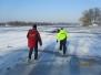 Pokazy lodowe dla dzieci z udziałem policji straży miejskiej i WOPR